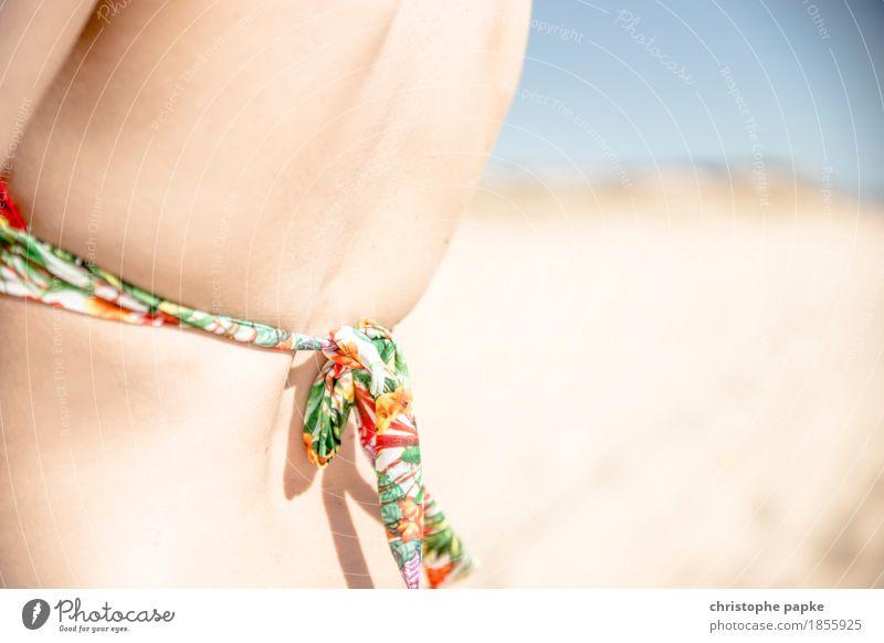 festgezurrt Ferien & Urlaub & Reisen Tourismus Sommer Sommerurlaub Sonnenbad Strand Schwimmen & Baden feminin Junge Frau Jugendliche Erwachsene Rücken 1 Mensch