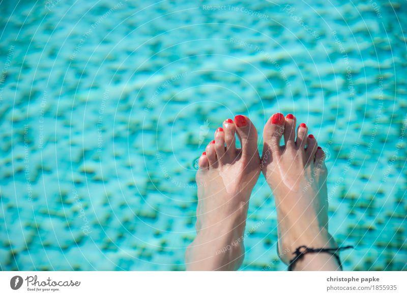 Aufgetaucht Frau Ferien & Urlaub & Reisen Sommer Wasser Erotik Erholung Erwachsene feminin Schwimmen & Baden Fuß Tourismus Zufriedenheit Schwimmbad Wohlgefühl