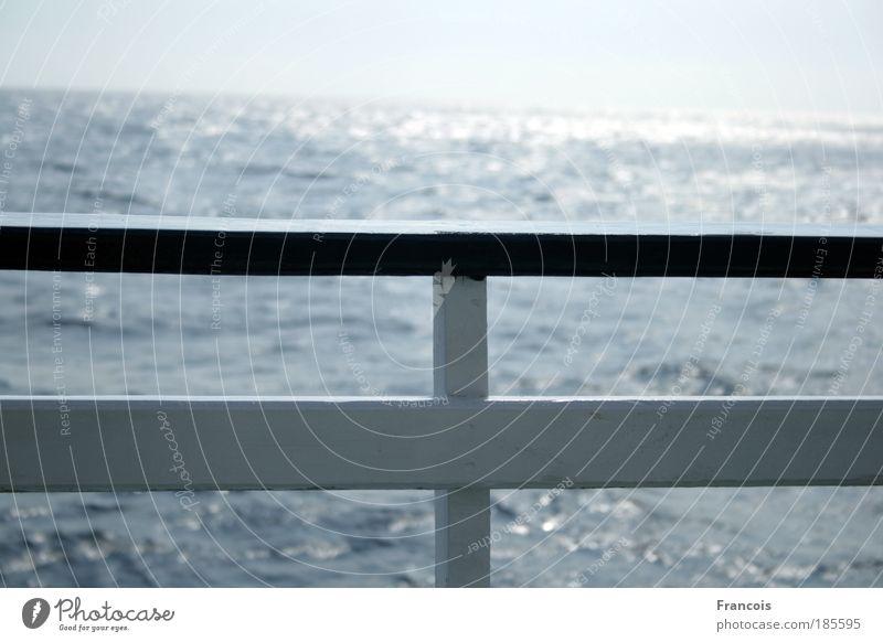 Reling Ferien & Urlaub & Reisen Tourismus Kreuzfahrt Sommer Sommerurlaub Sonne Meer Erholung Horizont ruhig Wasserfahrzeug Schifffahrt Spielung Holz weiß blau