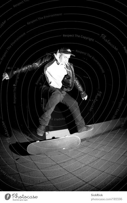 kick flip Mensch Jugendliche weiß schwarz Sport springen Bewegung Erwachsene maskulin Freizeit & Hobby Skateboarding Skateboard sportlich Funsport Kickflip