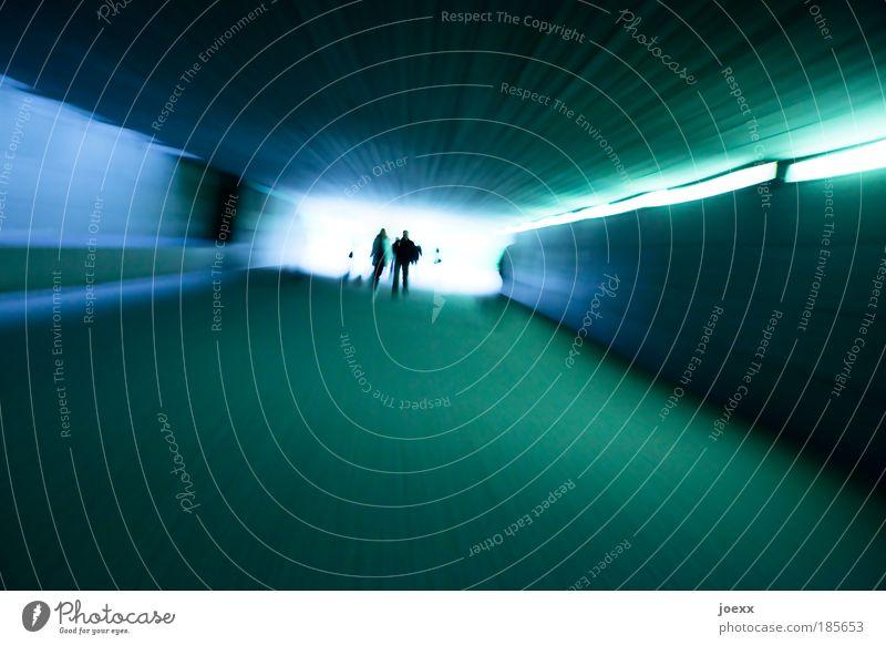 Der lange Weg ins Licht Mensch blau dunkel grau Bewegung hell Zusammensein Angst laufen rennen Geschwindigkeit Zukunft leuchten bedrohlich Tunnel