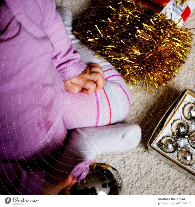 WEIHNACHTSKUGEL VS. BALL Mensch Weihnachten & Advent schön Kind Spielen Licht Baby Zufriedenheit Feste & Feiern Wohnung rosa Glas Fröhlichkeit