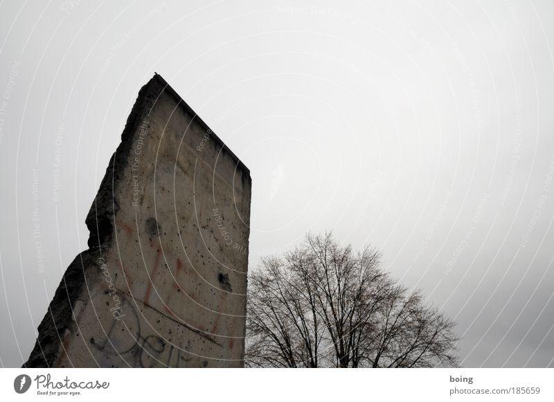 antimarktwirtschaftlicher Schutzwall Wand Mauer Beton Macht Zeichen Vergangenheit Denkmal Grenze gefangen Politik & Staat Kleinstadt Übermut Berliner Mauer