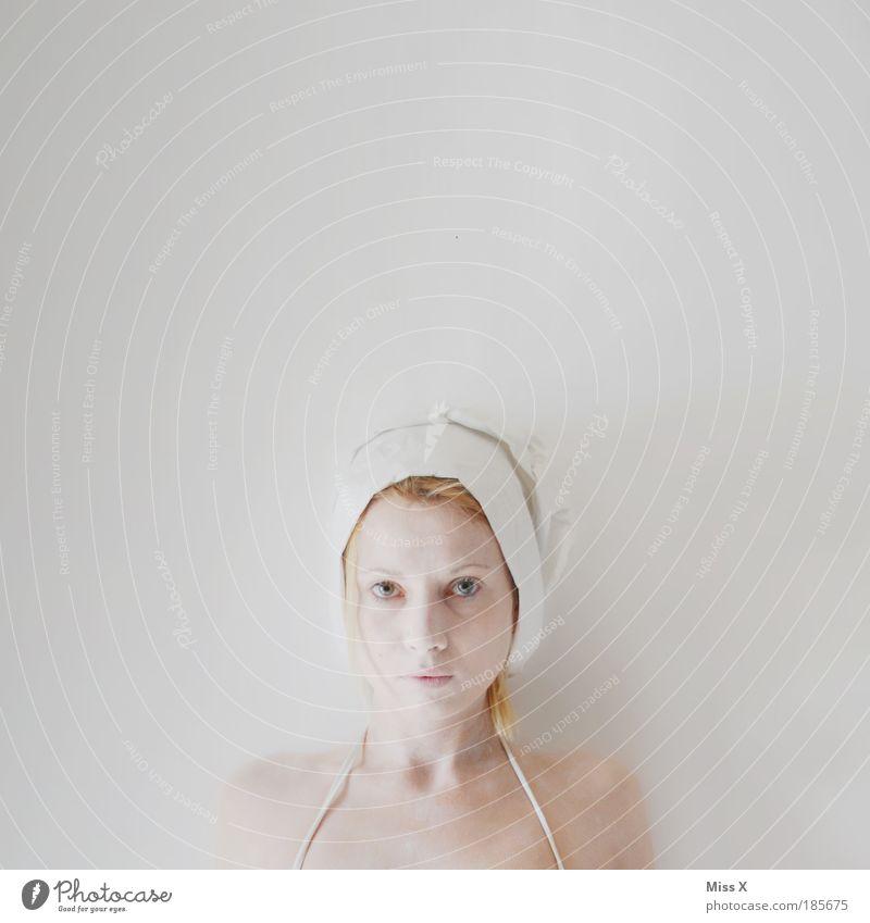 Geist schön Haut Gesicht feminin Junge Frau Jugendliche Haare & Frisuren Auge 18-30 Jahre Erwachsene Mütze Kopftuch Sauberkeit weiß ästhetisch Farbfoto
