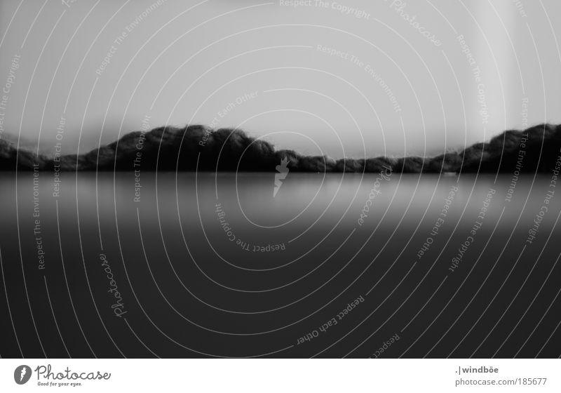 Welle in schwarz Natur Wasser weiß Ferien & Urlaub & Reisen Meer Strand schwarz Ferne Erholung dunkel Freiheit grau Kunst Wellen nass außergewöhnlich