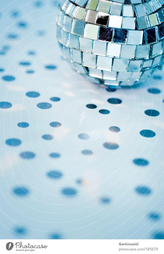 Lichtpunkte schön blau Winter kalt Stil Feste & Feiern Design elegant Lifestyle Dekoration & Verzierung Punkt Spiegel Kugel silber Discokugel