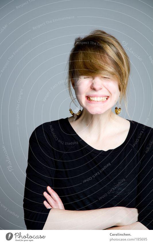 tihihi. Mensch Jugendliche Freude feminin Glück lachen hell blond Erwachsene Lebensfreude Lächeln frech Accessoire 18-30 Jahre