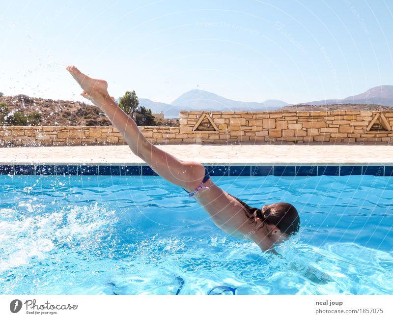 Splash! Sommer Schwimmbad Schwimmen & Baden Kopfsprung feminin Kind Körper 1 Mensch 8-13 Jahre Kindheit Wasser Wassertropfen Wolkenloser Himmel Hügel