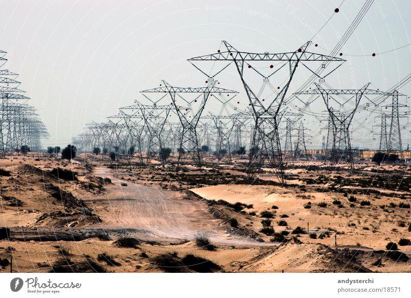 More Power Elektrizität Starkstrom Kraft Dubai Vereinigte Arabische Emirate Elektrisches Gerät Technik & Technologie Strommast Leitung Kabel Metall Wüste Sand
