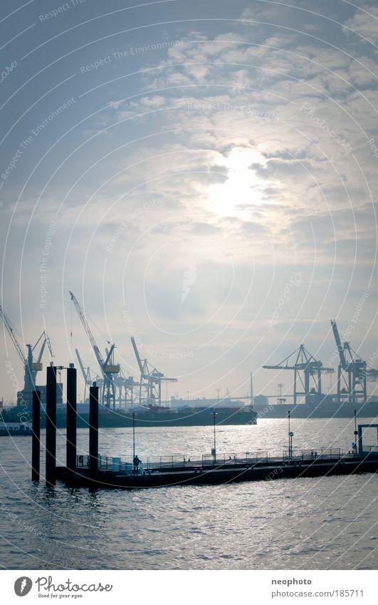 Fishermans Friend Hamburg Wasserfahrzeug Stadt Nebel Wolken Silhouette Erfolg Güterverkehr & Logistik Hafen Wirtschaft Anlegestelle Wahrzeichen Kran Elbe