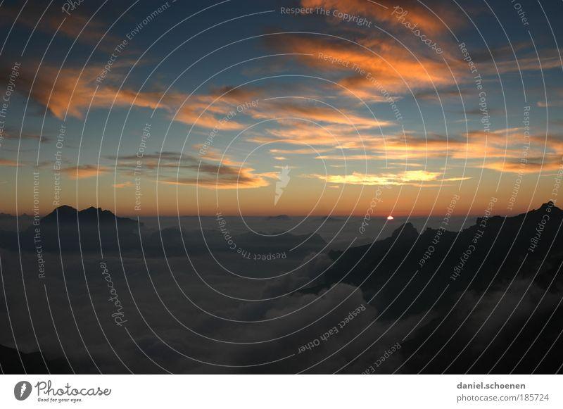 Plätzchen backen Himmel blau rot Ferien & Urlaub & Reisen ruhig schwarz Wolken gelb Ferne Erholung Berge u. Gebirge Freiheit Horizont Klima Klettern Nachthimmel