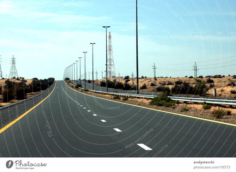 Emirates Road Autobahn Dubai Vereinigte Arabische Emirate Asphalt stasse wüsste emirates road