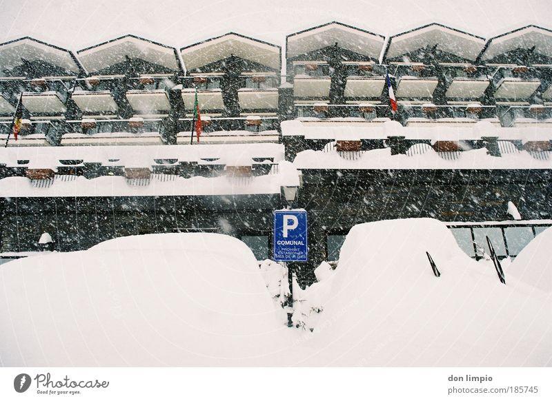 hotel california Ferien & Urlaub & Reisen Winter Haus Schnee Gebäude Schneefall PKW Wetter Wohnung Tourismus Klima Dach Fahne viele Gastronomie Hotel