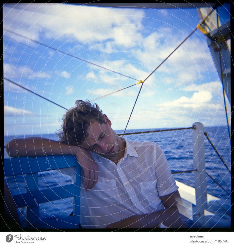 Tagtraum Mensch Jugendliche Wasser blau Ferien & Urlaub & Reisen Meer ruhig Ferne Erholung Freiheit träumen Erwachsene Wasserfahrzeug Horizont schlafen frei