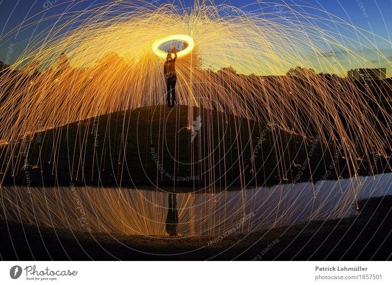 Lichtspinne Frau Erwachsene Körper 1 Mensch 30-45 Jahre Kunst Umwelt Natur Landschaft Erde Wasser Nachthimmel Hügel Seepark Freiburg im Breisgau Deutschland