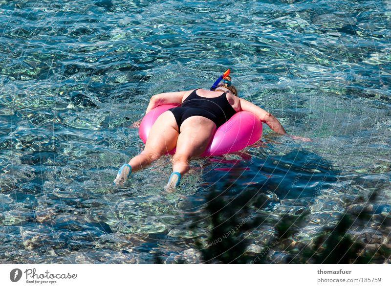 Naturbeobachtung Freude Freizeit & Hobby Sommer Sommerurlaub Sonne Meer Wassersport tauchen Mensch feminin Frau Erwachsene 1 beobachten Erholung genießen blau