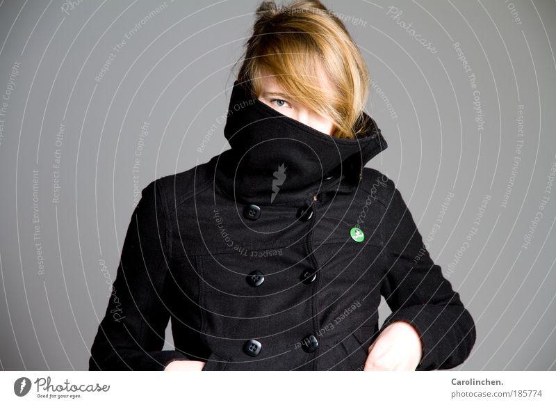 Kragen hoch. elegant Stil Freude feminin Kopf Haare & Frisuren 1 Mensch 18-30 Jahre Jugendliche Erwachsene Mode Jacke blond authentisch hell stark