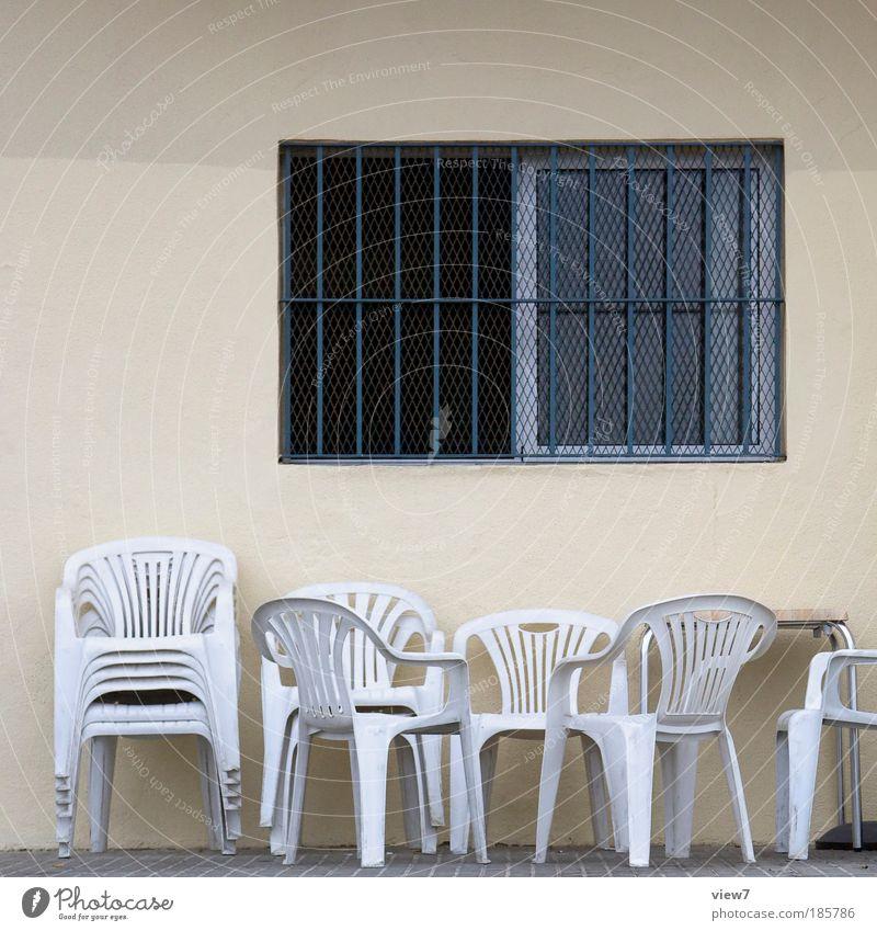 Freizeitgestaltung Häusliches Leben Innenarchitektur Möbel Stuhl Raum Haus Mauer Wand Fassade Fenster Stein Beton Metall Kunststoff Streifen dünn eckig einfach