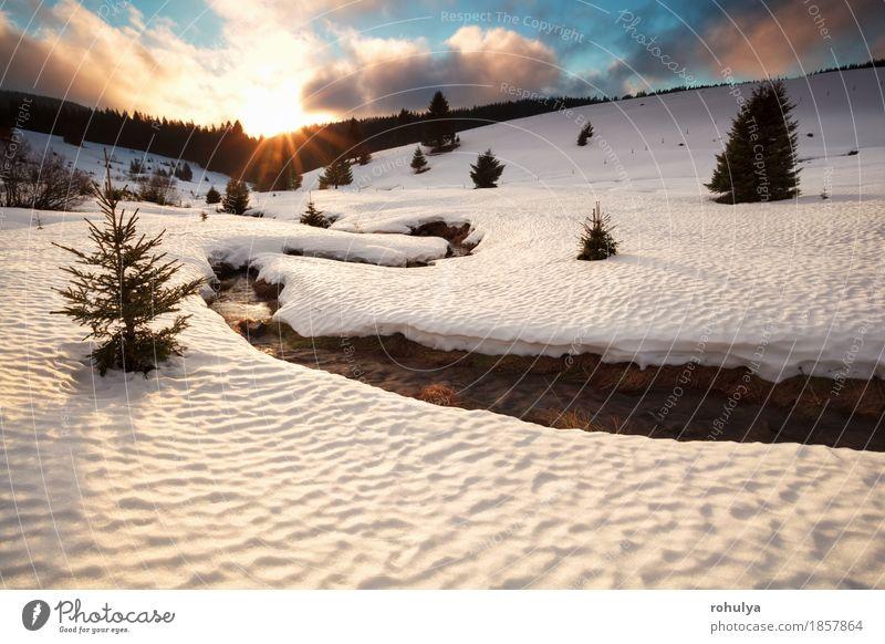 Gebirgsfluss im Winter bei Sonnenuntergang Schnee Berge u. Gebirge Natur Landschaft Himmel Wolken Wetter Eis Frost Baum Wiese Hügel Schneebedeckte Gipfel Fluss