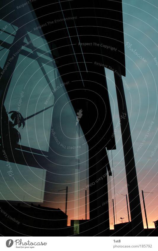 abend(b)rot Stadt Haus Fenster Glück Zufriedenheit Architektur Glas Hochhaus Fassade Bankgebäude Skyline Abenddämmerung Optimismus Glasscheibe Bürogebäude