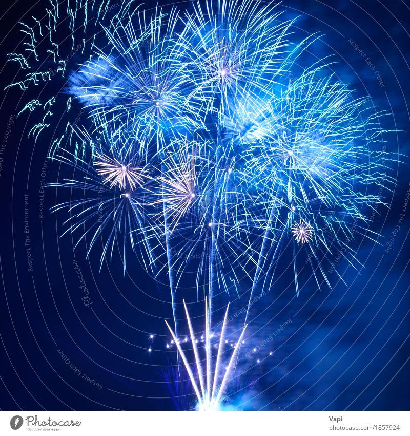Blaues Feuerwerk Himmel blau Weihnachten & Advent Farbe weiß Freude dunkel schwarz Kunst Freiheit Feste & Feiern Party hell neu Show Veranstaltung