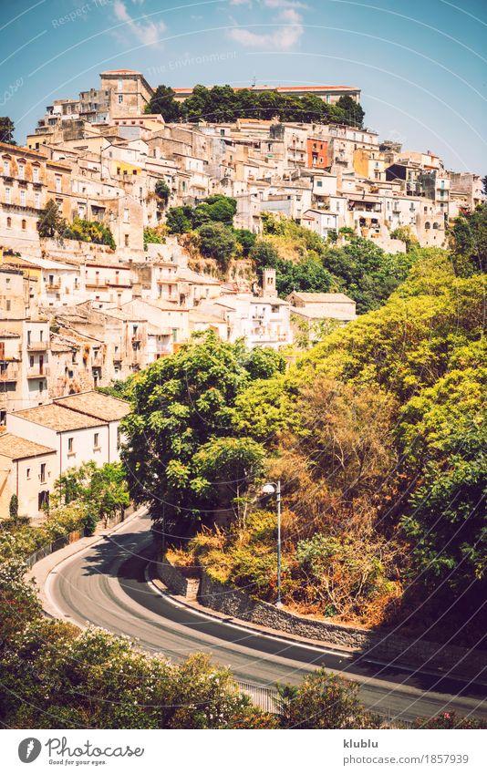 Ansicht von Ragusa, Sizilien, Italien Haus Kunst Kultur Dorf Stadt Kirche Gebäude Architektur Fassade Balkon Denkmal Straße alt historisch Religion & Glaube