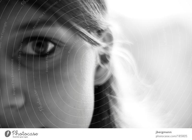 out of focus... Lifestyle Stil schön Gesicht Mensch feminin Junge Frau Jugendliche Auge Ohr Nase 1 blond Denken Lächeln Blick träumen authentisch natürlich