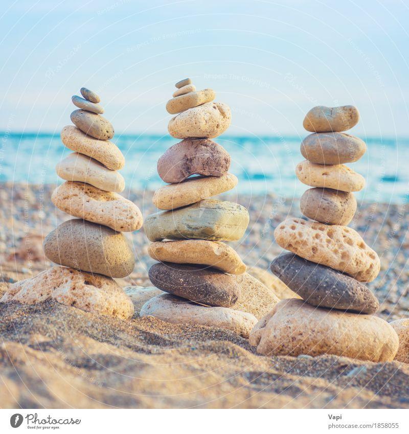 Drei Stapel runde glatte Steine Himmel Natur Ferien & Urlaub & Reisen blau Sommer Wasser weiß Meer Landschaft Erholung Strand Umwelt gelb Küste Kunst grau
