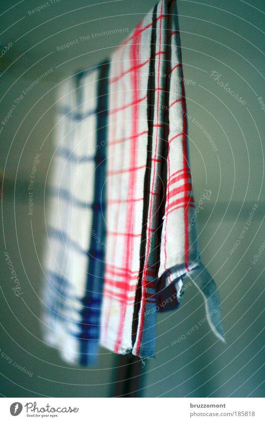 Trockene Tücher blau rot Seil Sauberkeit fertig Haushalt kariert Baumwolle spülen Reinlichkeit Ordnungsliebe Küchenhandtücher