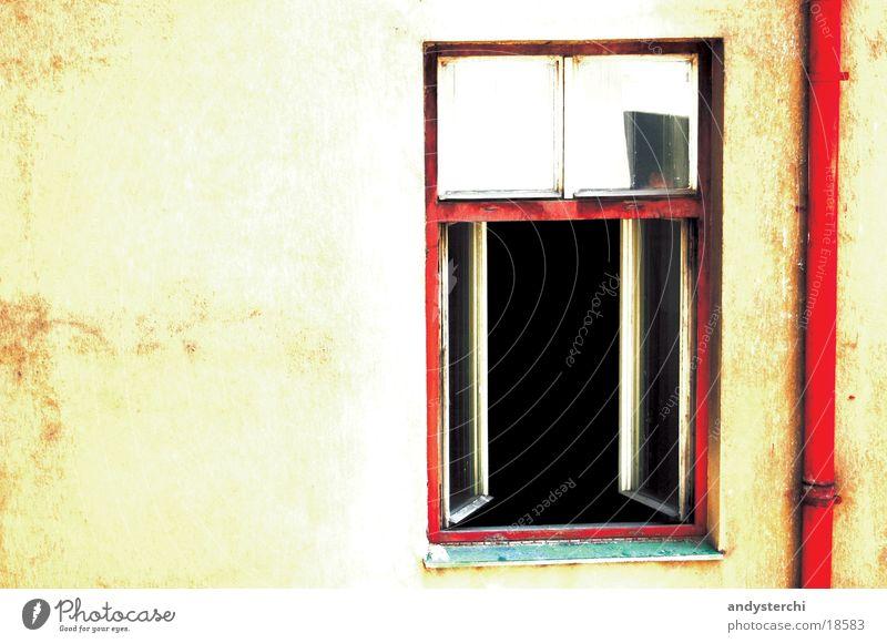 Secret Window Haus Fenster Mauer Architektur Beton Fassade offen Fensterscheibe Putz Altstadt Prag kupfer Wasserrinne Abwasser