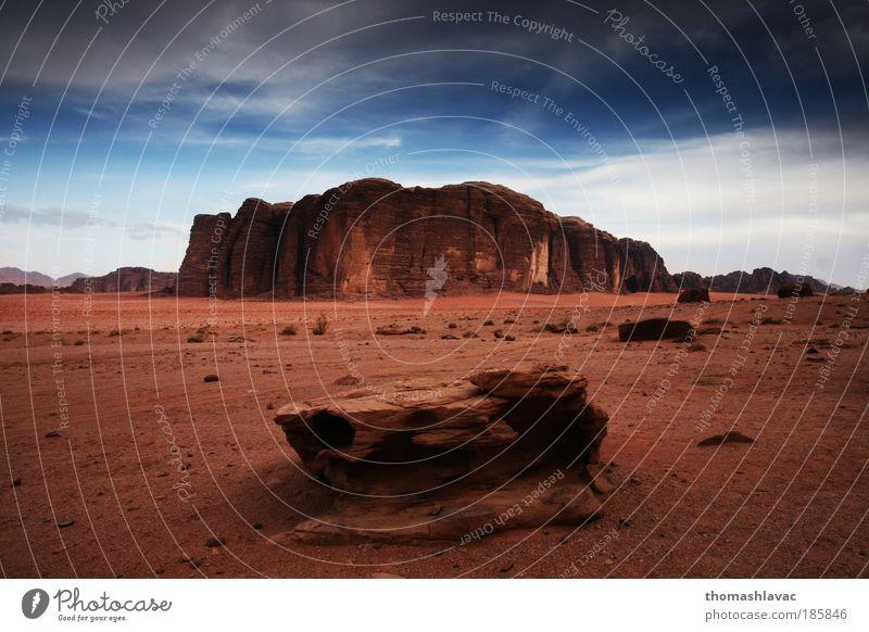 Himmel Natur rot Ferien & Urlaub & Reisen Landschaft Berge u. Gebirge Sand Felsen Reisefotografie Wüste Ödland karg Sandstein ursprünglich Erosion Marslandschaft