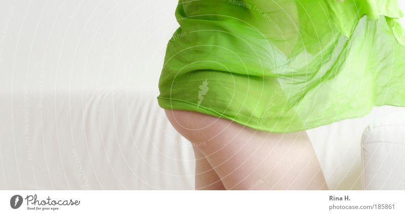Good Morning Sunshine Jugendliche schön weiß grün Erotik feminin Beine Zufriedenheit Körper Haut Erwachsene frisch ästhetisch Gesäß authentisch Sofa