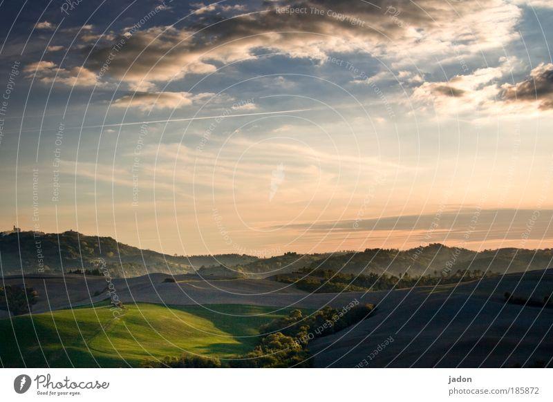 gleich nach dem aufstehn Himmel Ferien & Urlaub & Reisen Wolken Erholung Sonnenuntergang Sonnenaufgang Berge u. Gebirge Landschaft Feld Morgendämmerung Erde Romantik Hügel Italien harmonisch Wohlgefühl