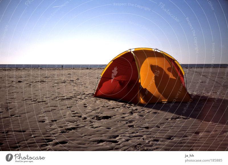 Ostsee Mensch Himmel Mann Wasser Sonne Meer Sommer Strand ruhig Erwachsene Ferne Erholung Freiheit Paar Freundschaft Erde