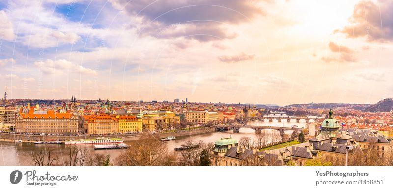 Prag Stadtpanorama Himmel Ferien & Urlaub & Reisen Wolken Architektur Frühling Gebäude Tourismus Textfreiraum Ausflug gold Europa Brücke Fluss Skyline