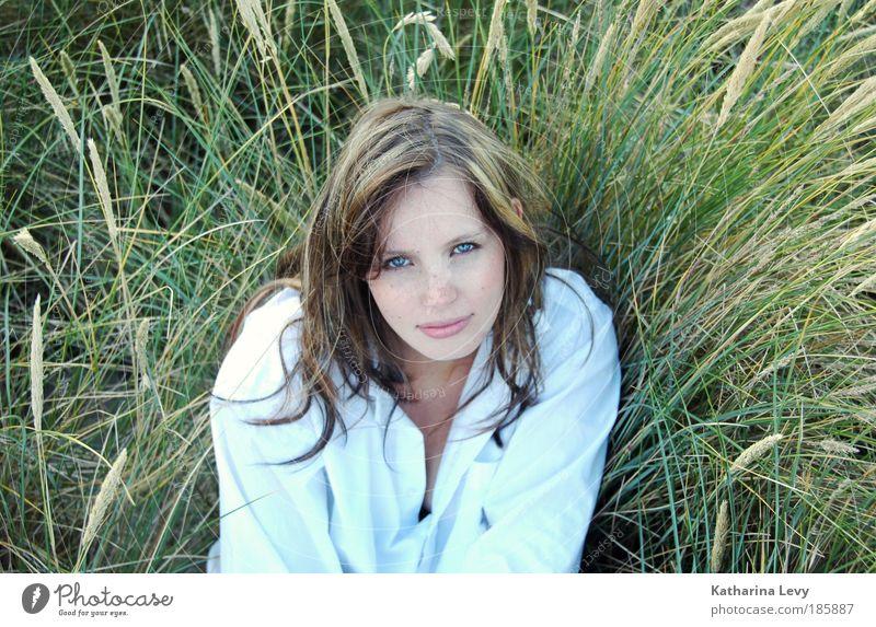 Dünengras feminin Junge Frau Jugendliche 1 Mensch 18-30 Jahre Erwachsene Natur Landschaft Sommer Wind Gras Wiese Küste Strand Meer Nordsee Ostsee Hemd blond