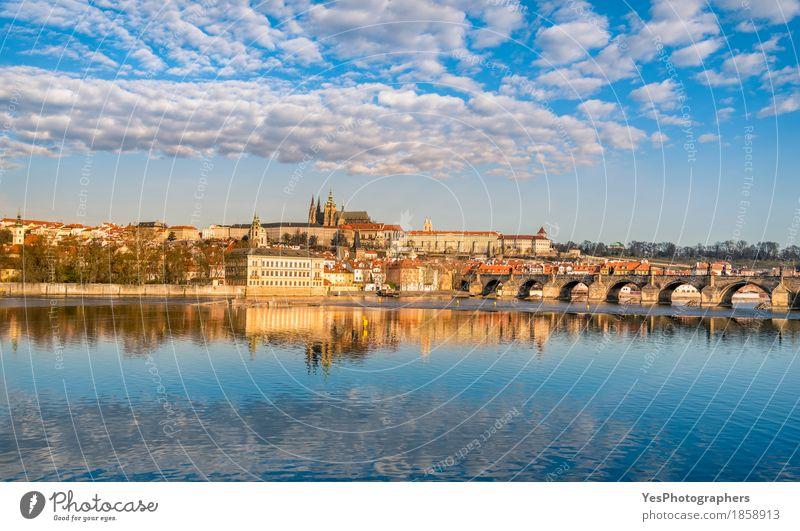 Prag Skyline und Wasser Reflexion Ferien & Urlaub & Reisen Tourismus Ausflug Sightseeing Städtereise Architektur Kultur Natur Landschaft Himmel Wolken Fluss