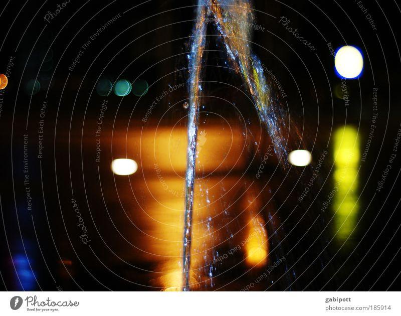 Happy Birthday, Photocase! Wasser dunkel Platz Brunnen leuchten Marktplatz Quelle Lichtpunkt Springbrunnen Wasserfontäne Wasserstrahl