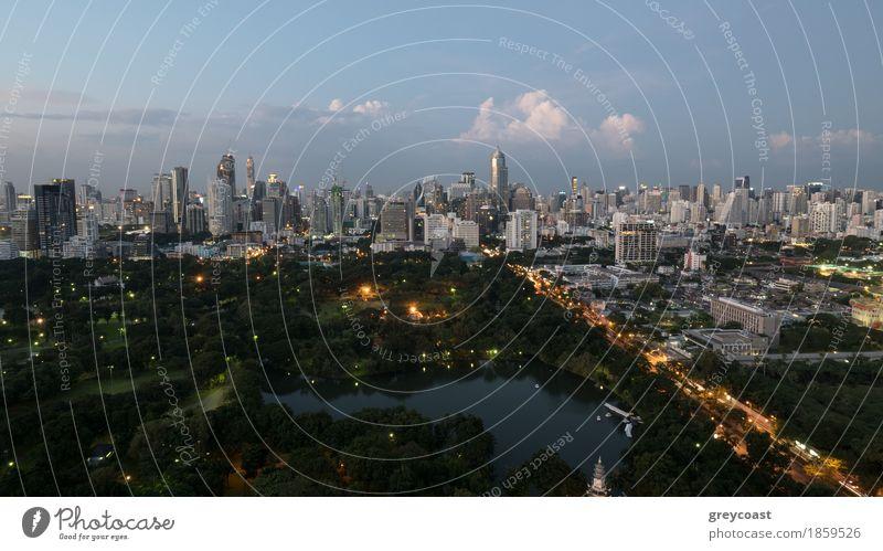 Bangkok Stadt am Abend Himmel Natur Wolken Wald Straße Architektur Gefühle Gebäude Park Verkehr PKW Aussicht erleuchten Asien Abenddämmerung