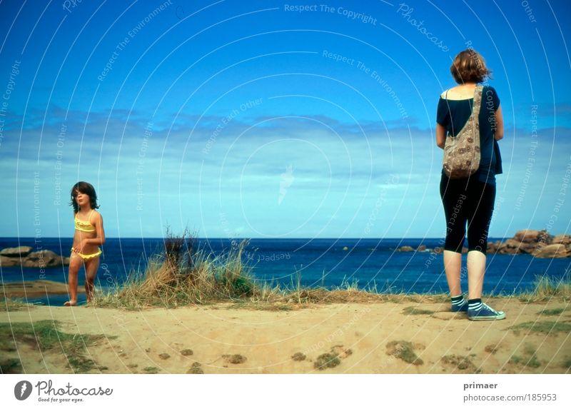 Strandsuche Kind Natur Jugendliche schön Sonne Meer blau Sommer Strand Ferien & Urlaub & Reisen Einsamkeit Erholung Freiheit Glück Wärme Frau