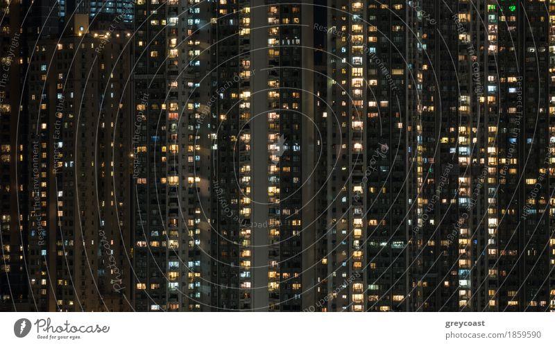 Fensterlichter im Hochhauswohnblock nachts Wohnung Haus Stadt Hauptstadt Gebäude Architektur Fassade Optimismus Tatkraft Mehrfamilienhaus Licht Hongkong Asien