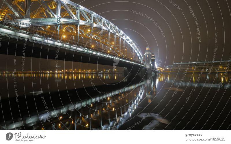 Beleuchtete Peter der Große Brücke über die Newa in der Nacht Sankt Petersburg, Russland Wasser Herbst Fluss Architektur Begeisterung Mut Heilige leuchten neva