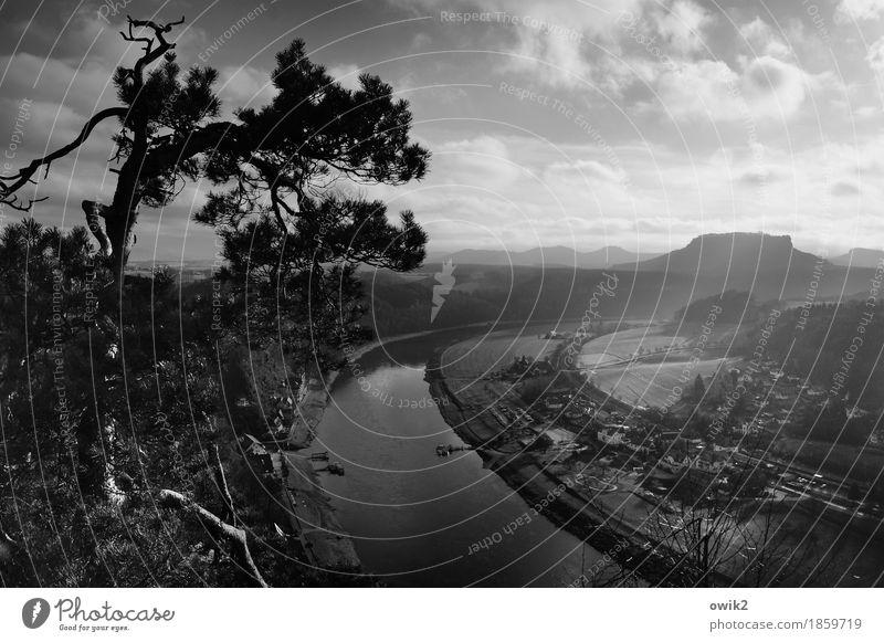 Am Fluss Himmel Natur Pflanze Wasser Baum Landschaft Wolken Ferne Berge u. Gebirge Umwelt Frühling oben Horizont Idylle Klima Ast