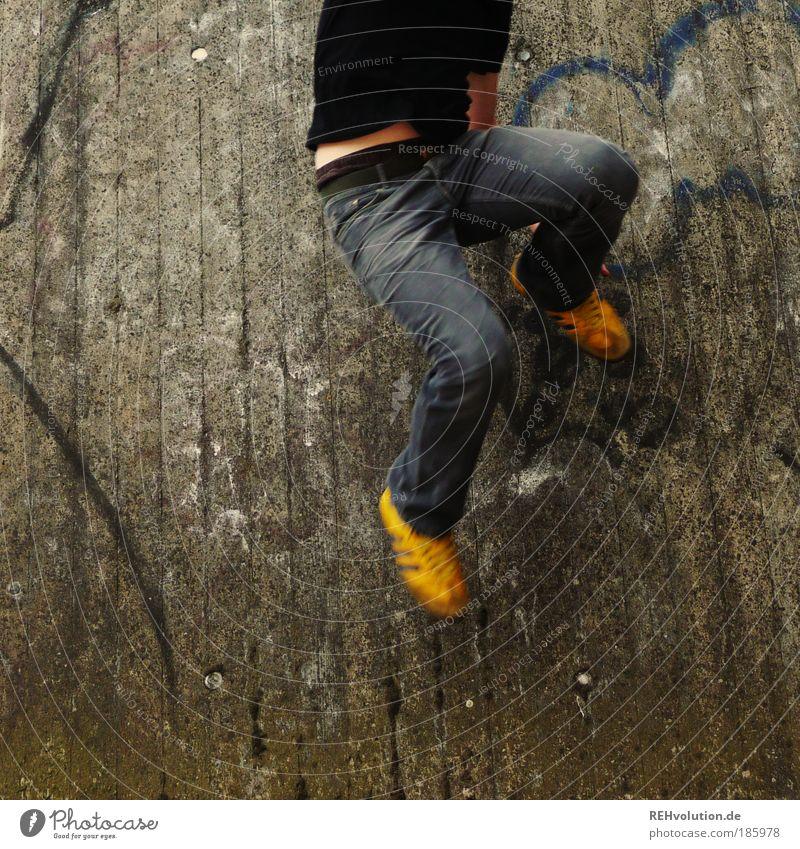 häppi börsdäj fotokäjs Mensch maskulin Junger Mann Jugendliche Erwachsene Beine Fuß 1 18-30 Jahre Turnschuh Bewegung springen frei gelb grau Freude Glück