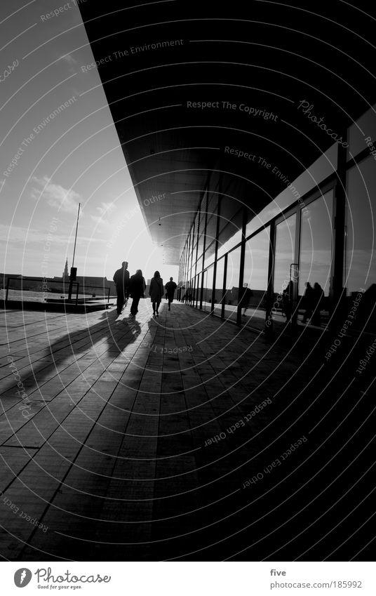 Tillykke med fodselsdagen photocase Mensch Himmel Wolken Stadt Hafenstadt Terrasse Fenster Dach gehen hell Dänemark Kopenhagen Schwarzweißfoto Außenaufnahme