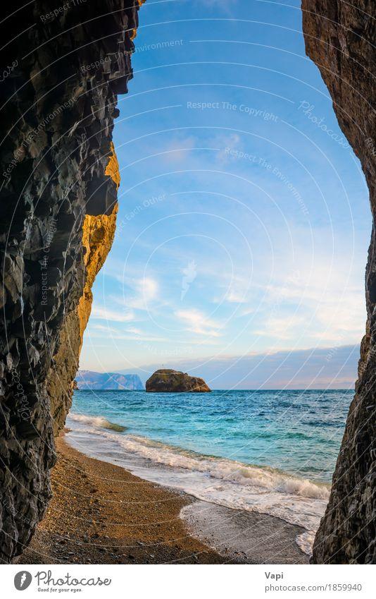 Tropisches Meer, Felsen am Strand und blauer Himmel Natur Ferien & Urlaub & Reisen Farbe Sommer grün Wasser weiß Landschaft Wolken schwarz gelb Küste