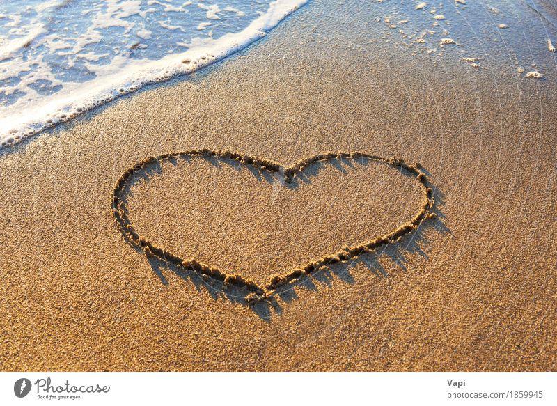 Herz gezeichnet auf den Strandsand Natur Ferien & Urlaub & Reisen blau Sommer Wasser weiß Sonne Meer Landschaft Erholung Freude Wärme gelb Liebe natürlich
