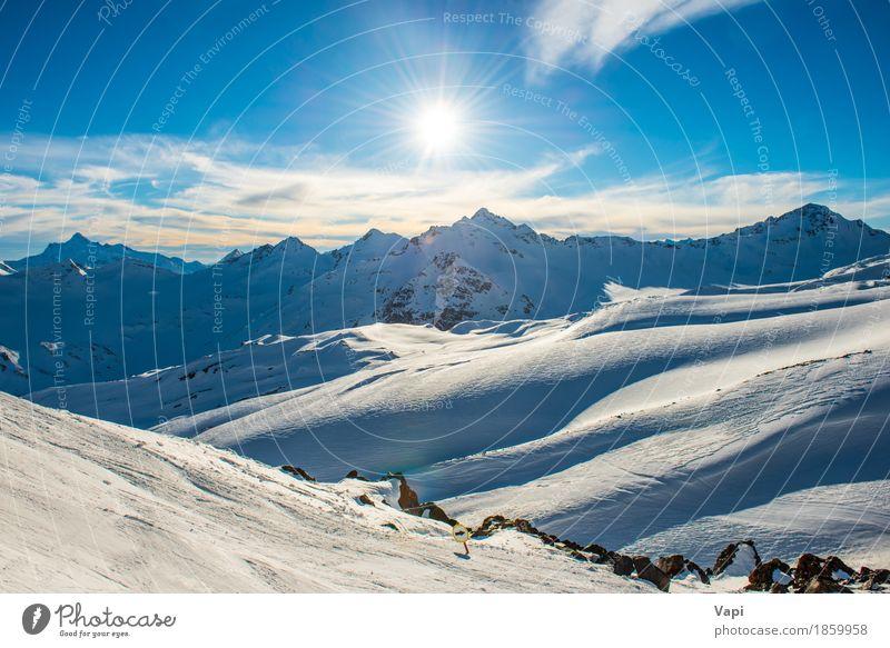Blaue Berge Snowy in den Wolken bei Sonnenuntergang Himmel Natur Ferien & Urlaub & Reisen blau weiß Landschaft Winter Berge u. Gebirge schwarz gelb Schnee