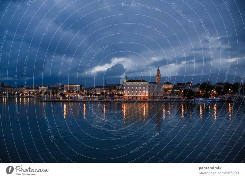 Wasser alt blau Stadt Sommer Ferien & Urlaub & Reisen gelb Regen Küste Tourismus Hafen Gebäude Burg oder Schloss historisch Erwartung Tradition