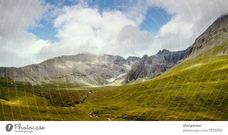 Irgendwo in den Highlands wandern Hiking Wanderlust Umwelt Natur Landschaft Pflanze Urelemente Erde Himmel Wolken Sommer Klima Wetter Gras Sträucher Hügel